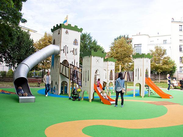 Aire de jeux sol souple thématique structure toboggan à Suresnes - parc du château