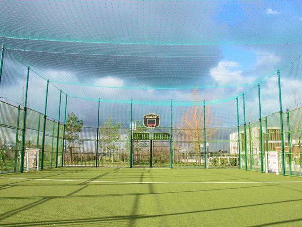 Multisports foot et basket avec gazon synthétique sablé et buts brésiliens à Bussy-Saint-Georges
