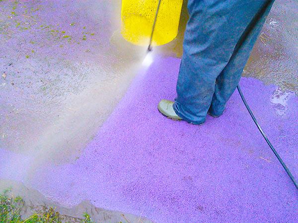 Entretien d'une aire de jeux et sol souple avec nettoyage haute-pression