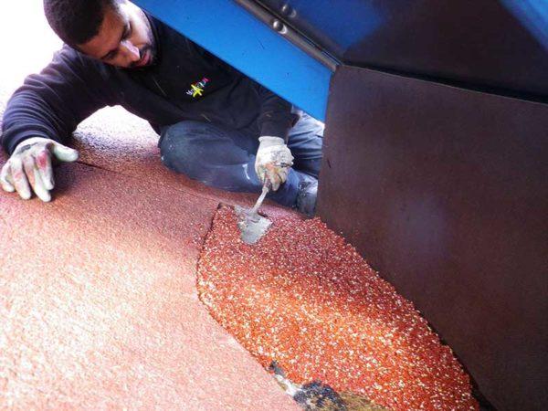 Réparation d'une aire de jeux - Reprise de sol souple