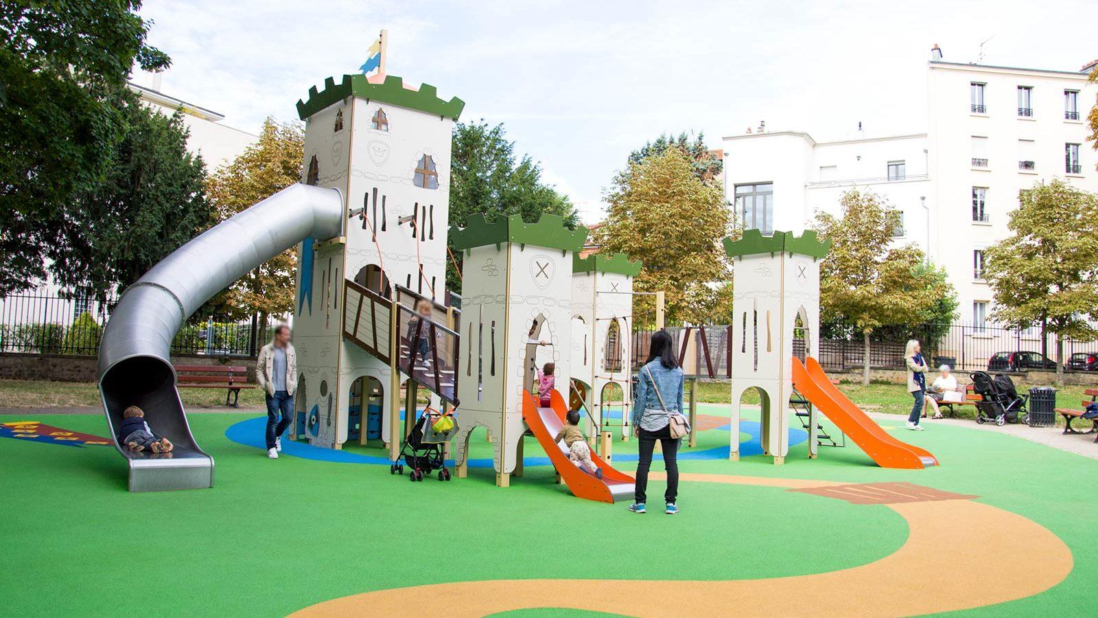 Aire de jeux thématique d'extérieur dans le Parc du Château de Suresnes - Structure de jeu et sol souple