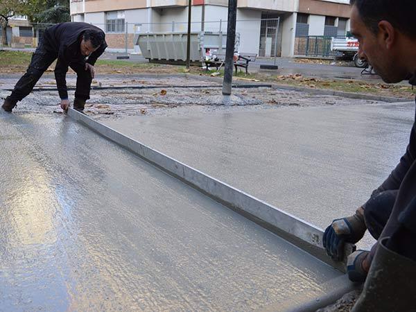 Lissage dalle béton pour aire de jeux à Villejuif