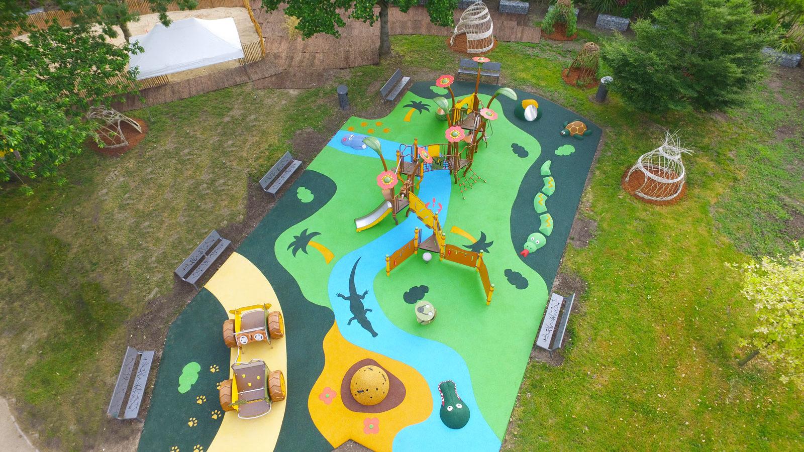 Aire de jeux thématique Terre d'aventure, au parc du Dispensaire, à Sartrouville