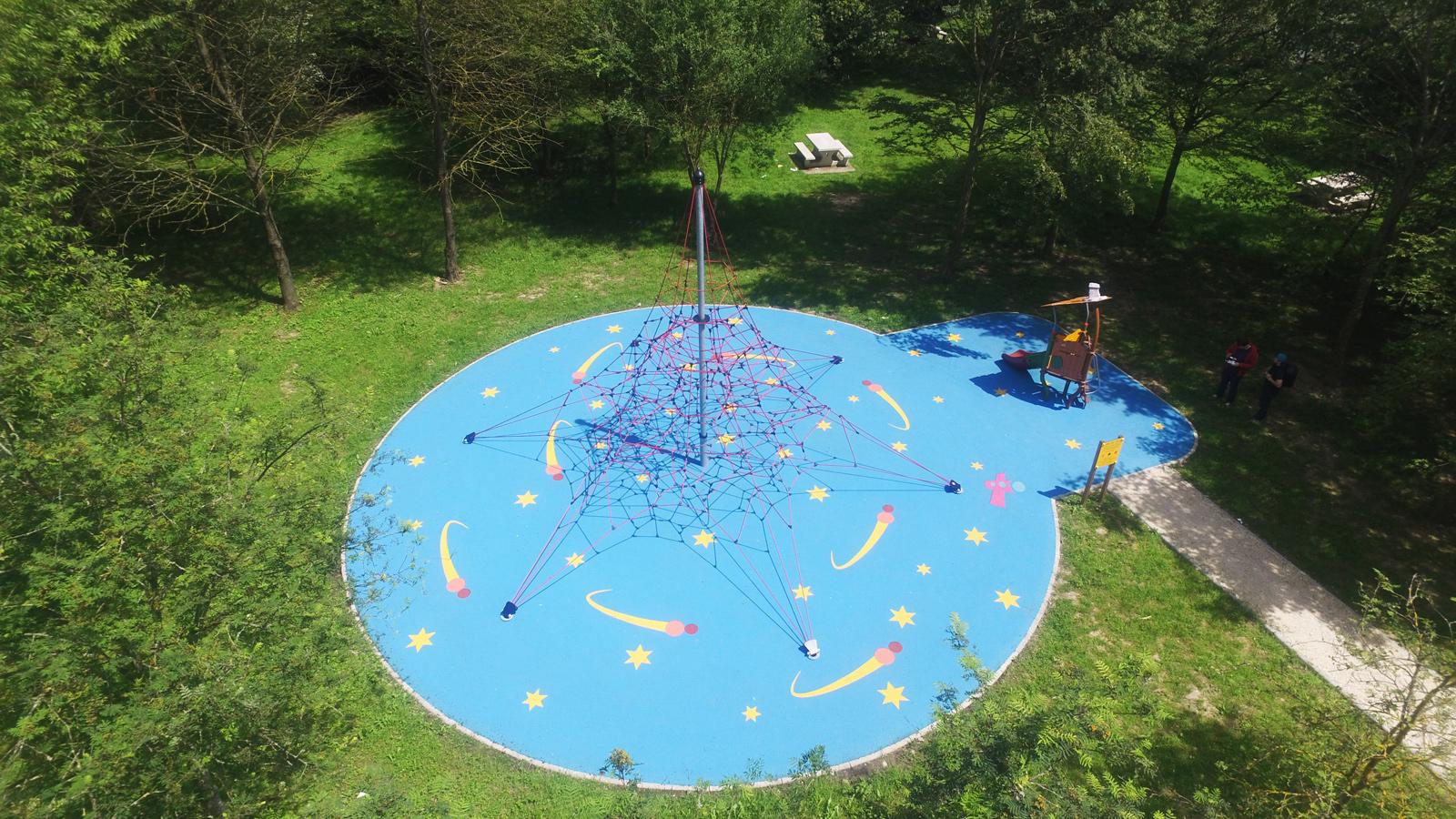 Aire de jeux thématique Espace près de la Mare Pinçon à Gretz-Armainvilliers, Grande structure de cordes