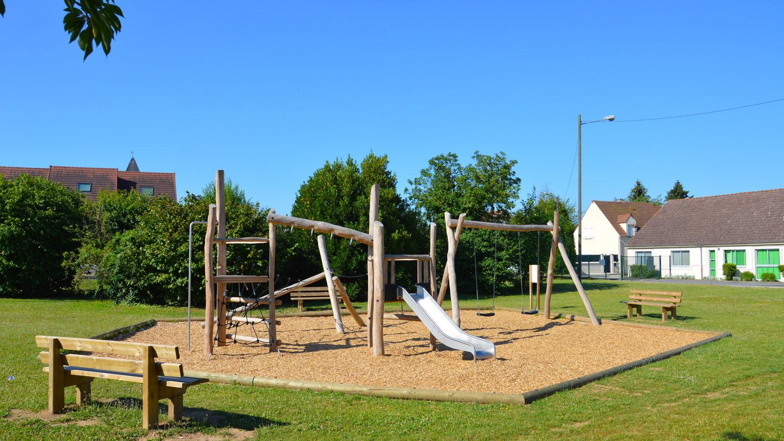 Aire de jeux en bois naturel massif Récré'Action à Isle-Lès-Villenoy
