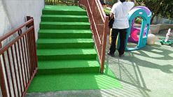 Escaliers recouverts d'EPDM